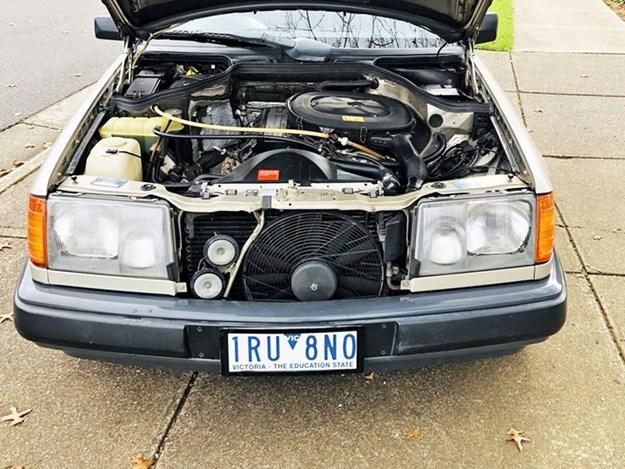 W124-230E-engine.jpg