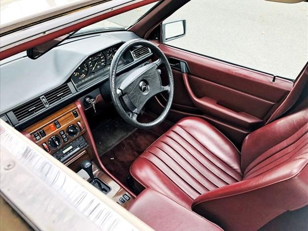 W124-230E-interior.jpg