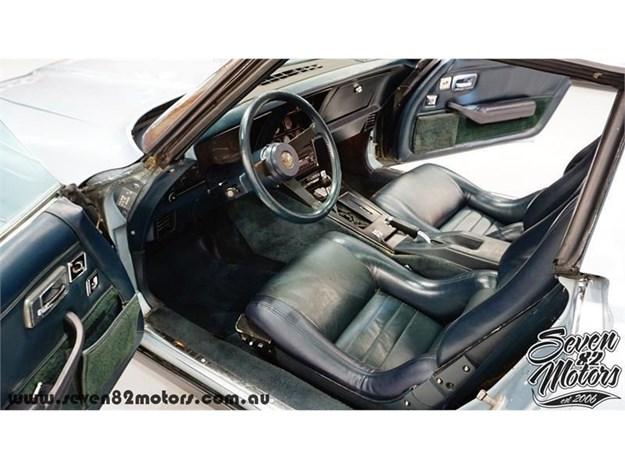 C3-Corvette-interior.jpg