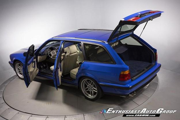 BMW-E34-M5-wagon-rear-side.jpg