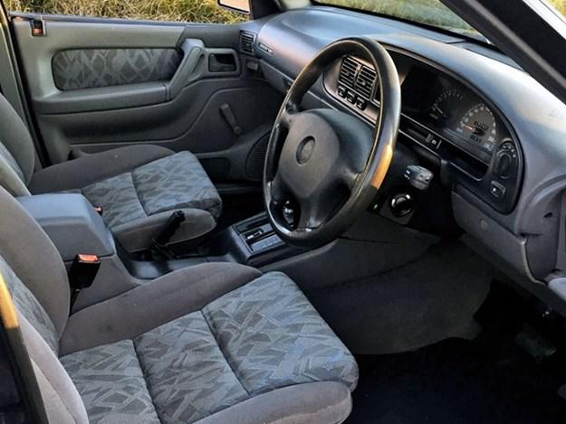Holden-VR-SS-interior.jpg