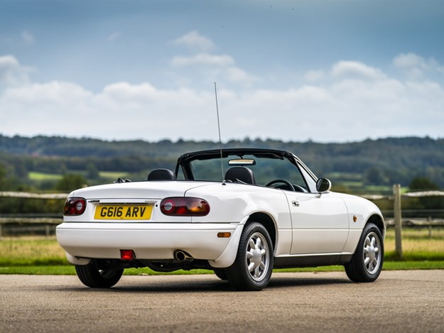 MX-5-parts-reproduction-rear-side-white.jpg