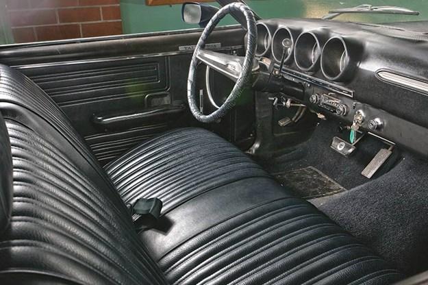ford-torino-talledega-interior.jpg