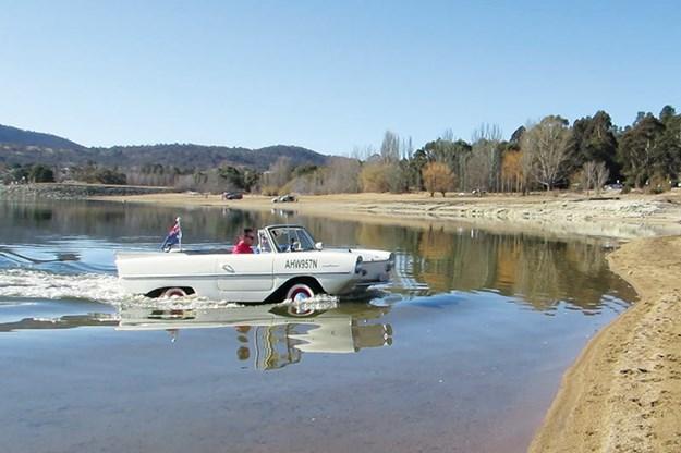amphibious-amphicar-in-water-2.jpg