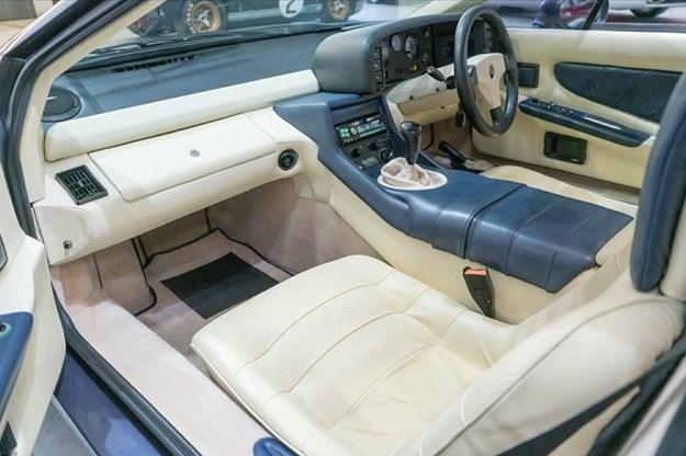 Lotus-Esprit-Turbo-interior.jpg