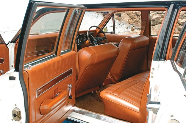 ford-falcon-six-door-wagon-interior-2.jpg