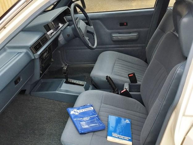 VL-Commodore-interior.jpg
