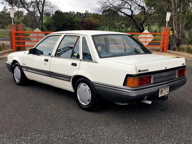 VL-Commodore-rear-side.jpg