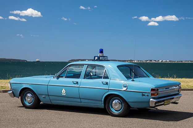 ford-falcon-xy-side.jpg