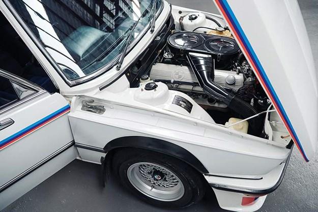 bmw-e12-530-mle-engine-bay-3.jpg