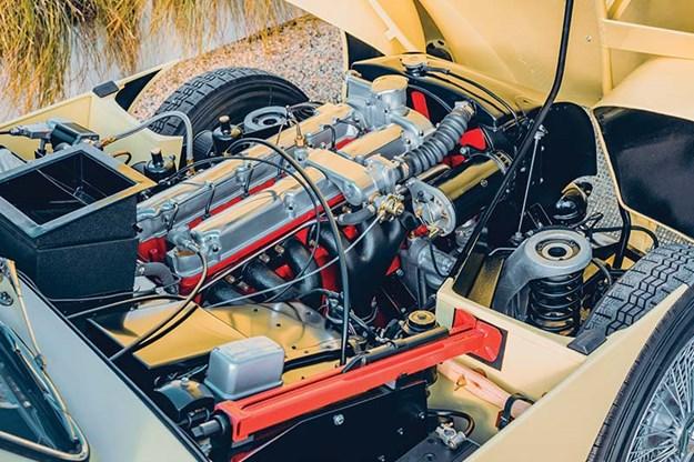 aston-martin-db2-4-mark-iii-engine.jpg
