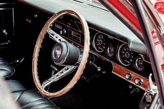 ford-falcon-xt-gt-dash.jpg