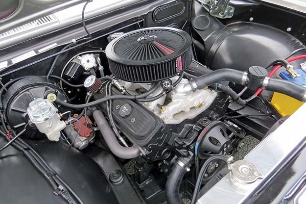 holden-hg-panelvan-engine-bay-2.jpg