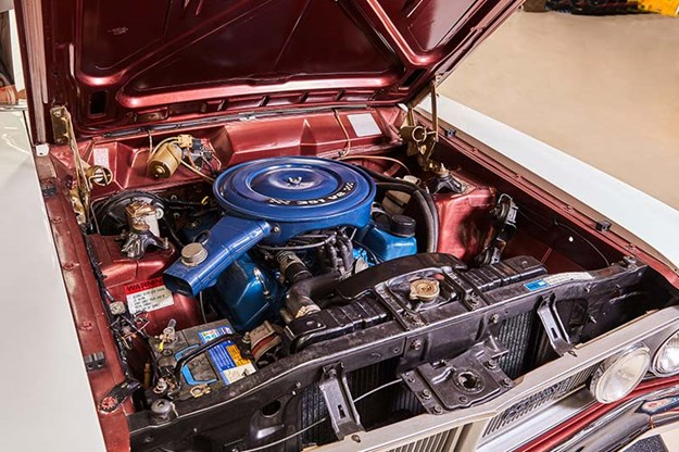 ford-falcon-xy-engine-bay.jpg