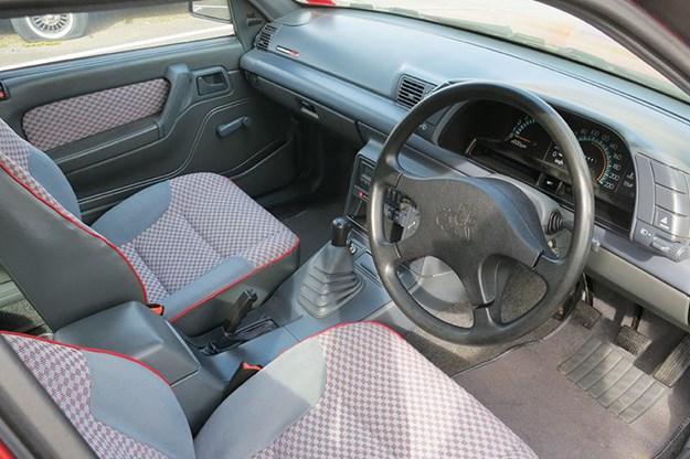 holden-commodore-vn-ss-interior.jpg