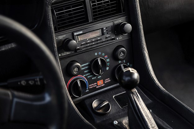 delorean-dmc-12-console.jpg