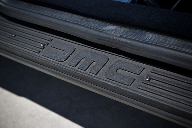 delorean-dmc-12-doorsill.jpg