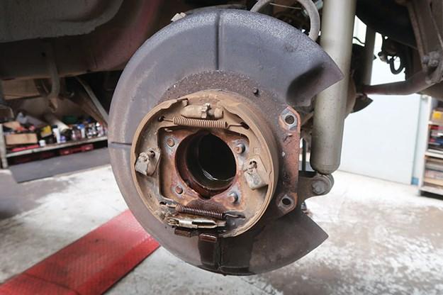 holden-commodore-vn-ss-wheel-bearing-work-4.jpg