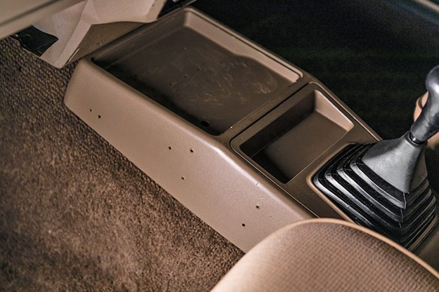 holden-vl-turbo-centre-console.jpg