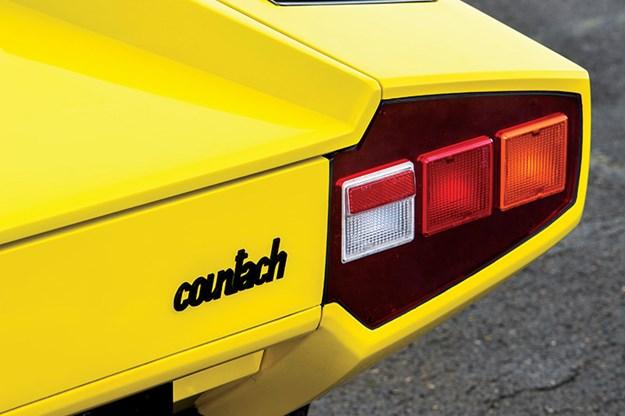 lamborghini-countach-taillight.jpg