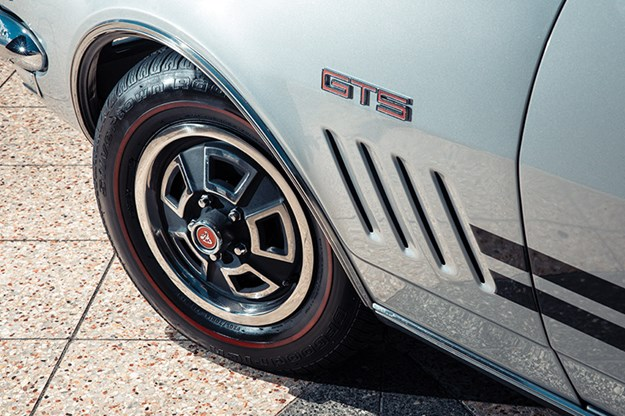 holden-ht-monaro-wheel.jpg