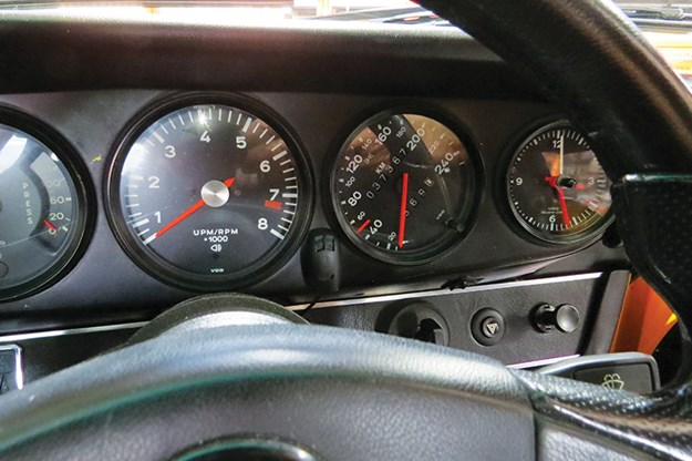 porsche-911-gauges.jpg