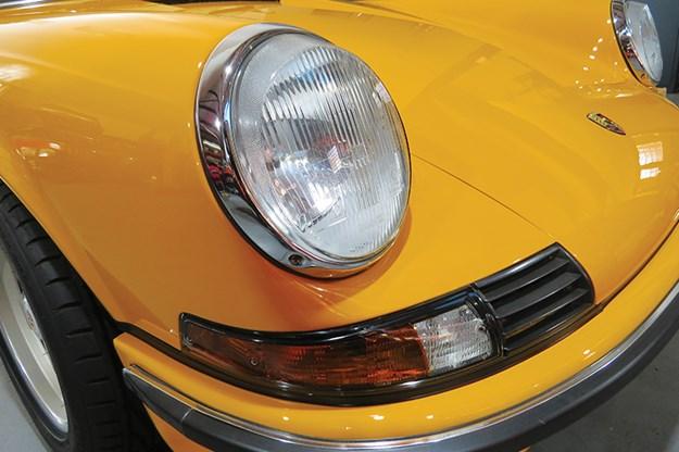 porsche-911-headlight.jpg