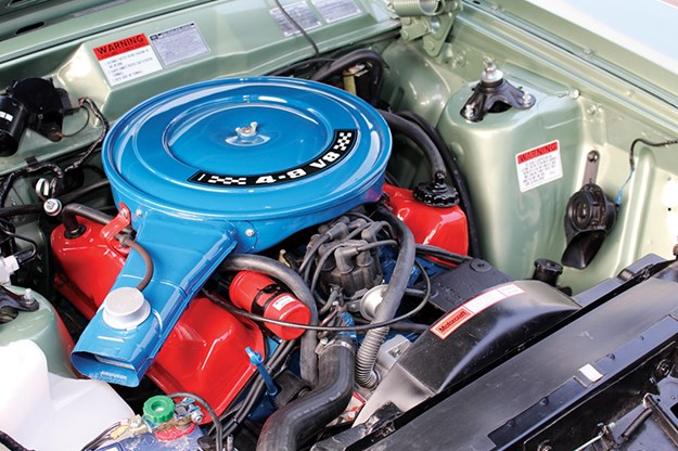 ford-xd-fairmont-engine-bay-2.jpg