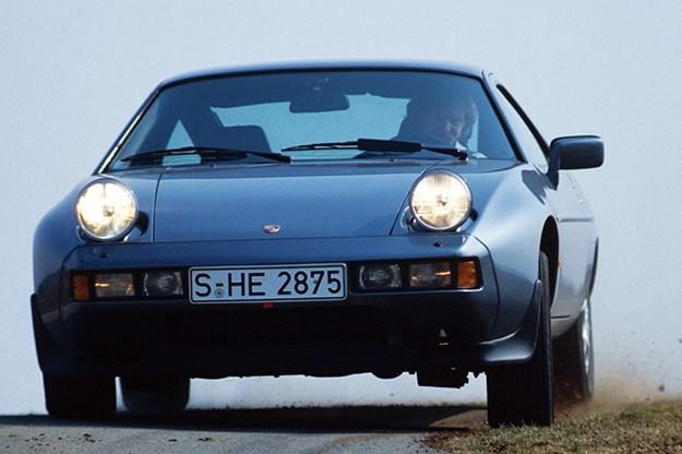 porsche-928-driving.jpg
