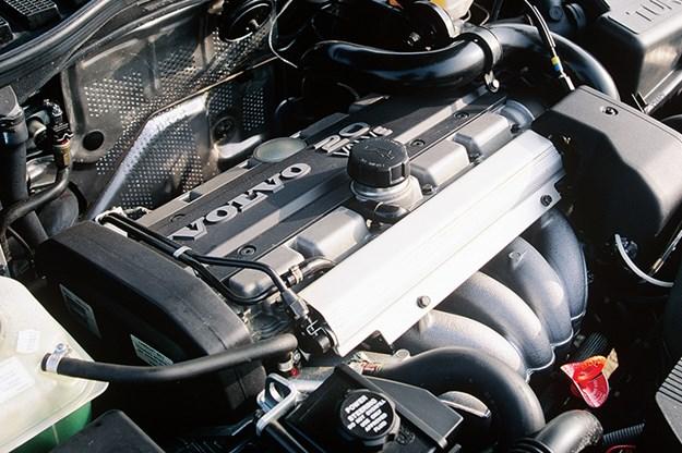 volvo-850-anniversary-engine.jpg