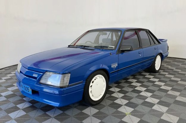 holden-commodore-vk-group-a-ss.jpg