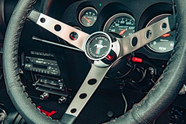 ford-mustang-steering-wheel.jpg