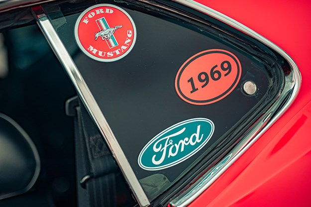 ford-mustang-stickers.jpg