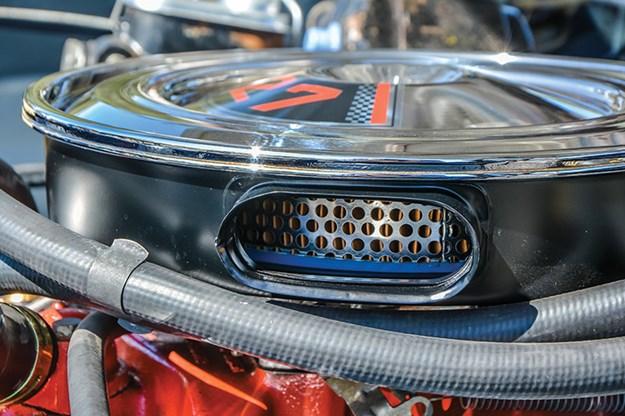 holden-hk-monaro-engine-bay-4.jpg