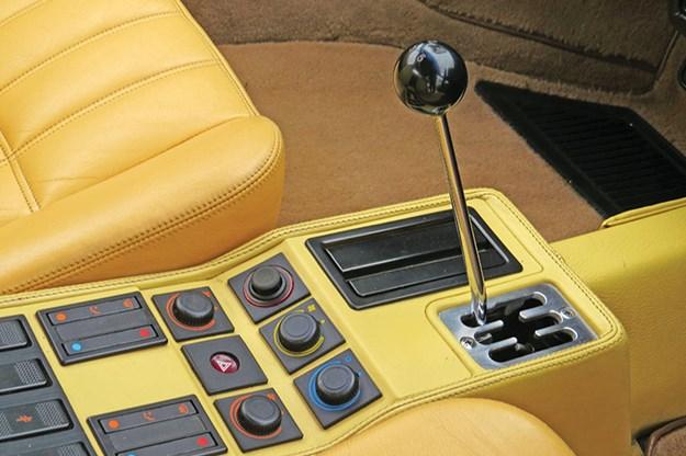 ferrari-328-gts-console.jpg