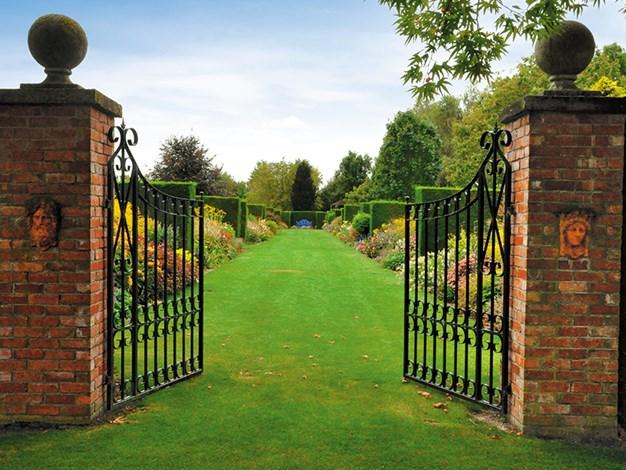 GATES TO TROTTS GARDEN - ASHBURTON.jpg