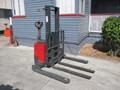 2001 BT WALKIE STACKER