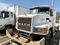 2001 MACK VALUELINER