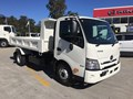 2021 HINO 300 SERIES - 917 MT 3430 WIDE TIPPER
