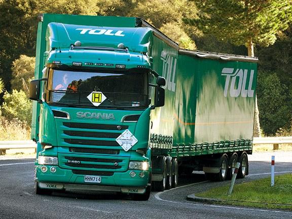 Scania R620 towing a 50Max opticruiser