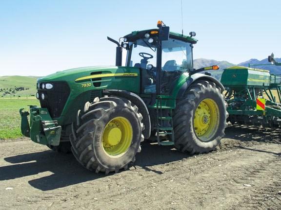79c2232ba35 John Deere 7930 tractor