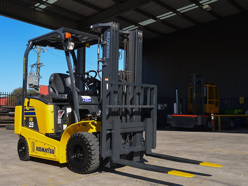 Forklift: Komatsu FB25-12   Review