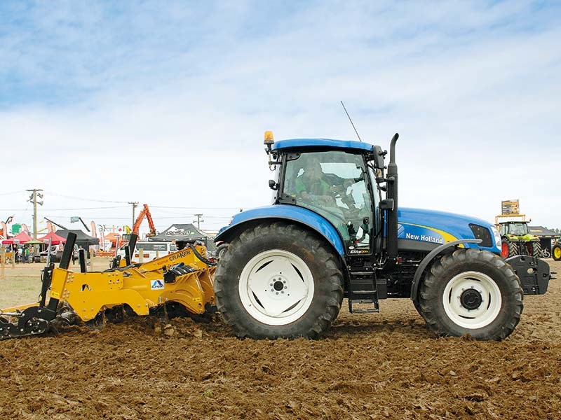 New Holland T6070 Elite Top Tractor Shoot Out 2015