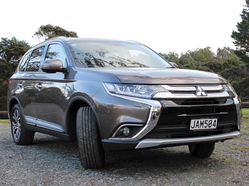 Mitsubishi Outlander VRX 4WD review