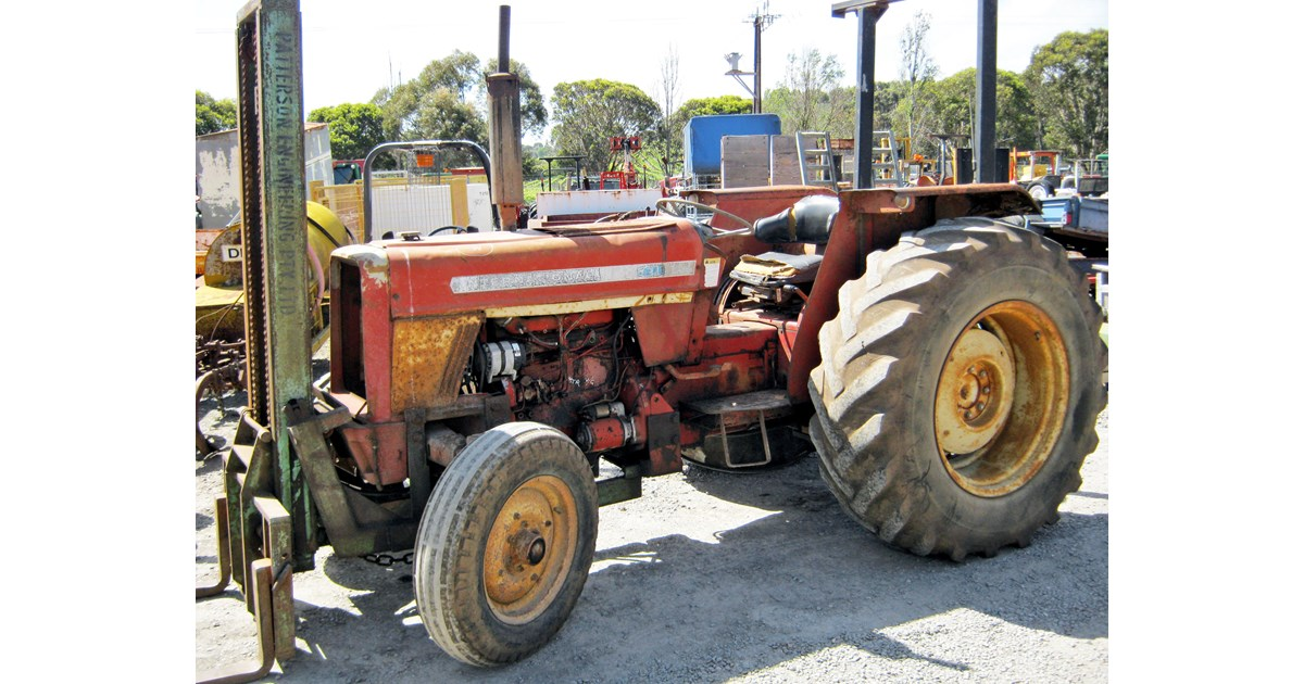INTERNATIONAL 574 TRACTOR WRECKING PARTS ONLY for sale on