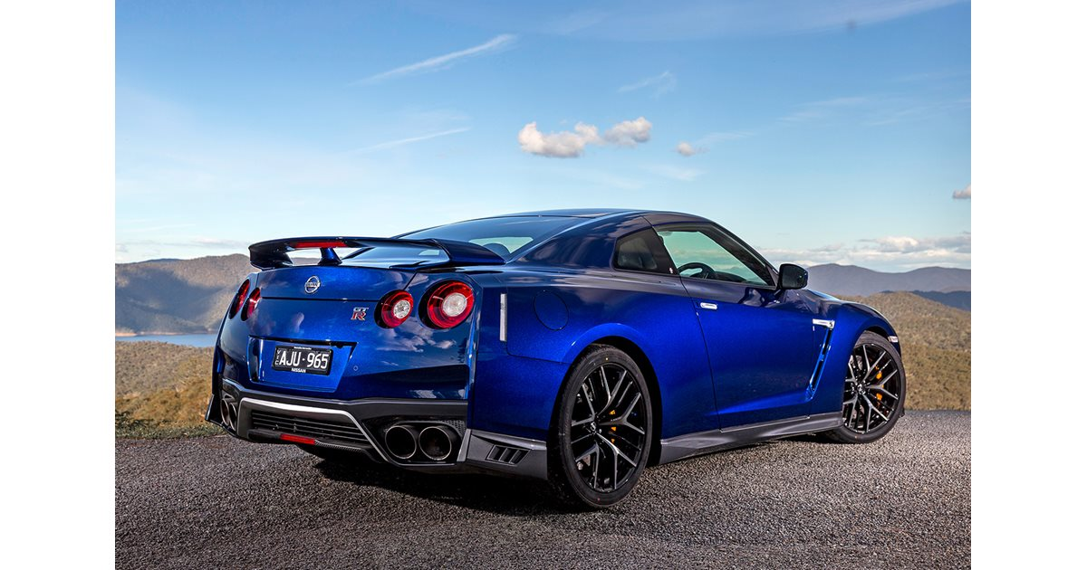 nissan gt r performance car of the year 2017 8. Black Bedroom Furniture Sets. Home Design Ideas