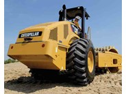 Caterpillar CS74 Roller