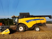 New Holland CR 8.90 Combine Harvester
