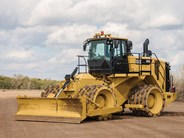 Caterpillar 825K Soil Compactor