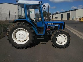 new holland 4135 cab tractor 696333